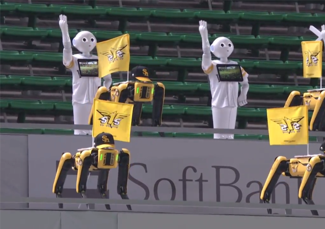 日本出现机器人球迷