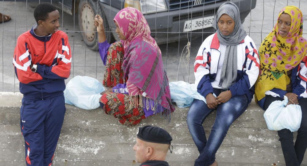 意大利兰佩杜萨岛过去一天有逾600名非法移民登陆