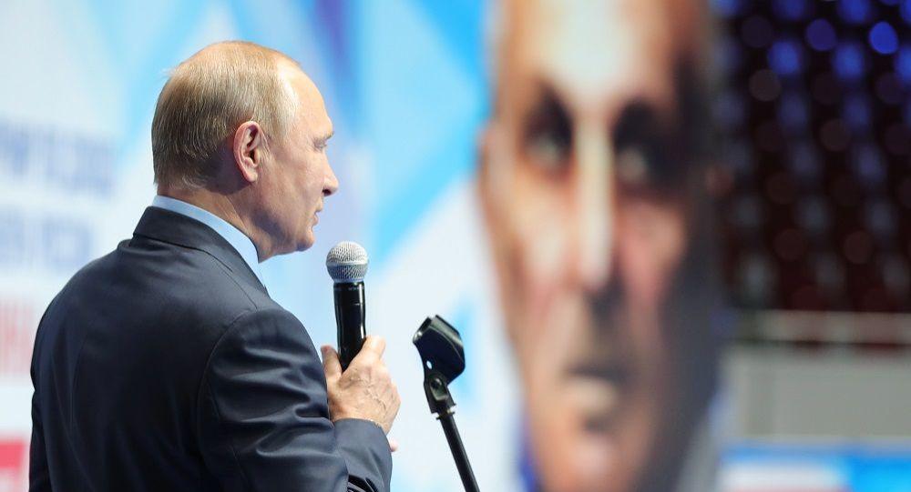 普京在纪念俄罗斯柔道教练阿纳托利·拉赫林的传统的青少年柔道比赛上
