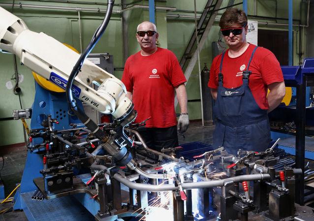 目前,俄罗斯工业机器人化程度落后于很多国家