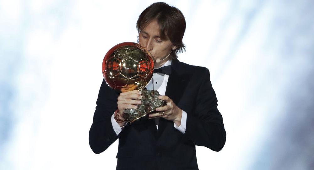 """《法国足球》杂志决定不颁发2020年""""金球奖"""""""
