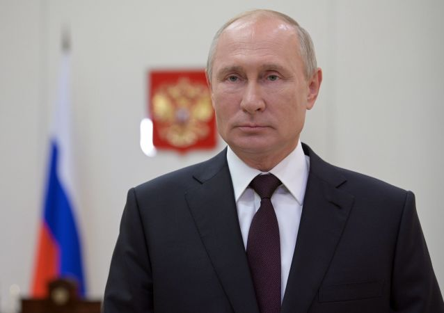俄总统普京在向俄罗斯侦查机关的工作人员和退休人员表示节日祝贺时