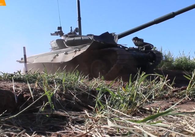 水下伪装:军方在进行水下驾驶坦克演习