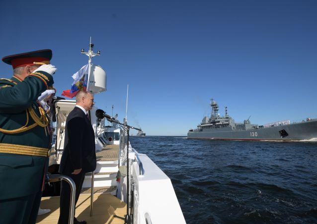 普京:俄海军拥有最新式的军舰和特殊装备