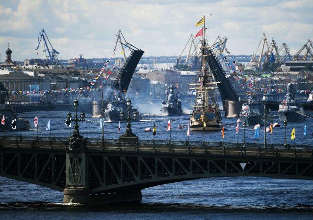 俄海军日主要海军阅兵式在喀琅施塔得结束