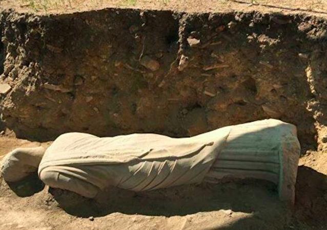 土耳其考古学家发现1700年前雕像