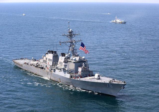 美军一艘伯克级驱逐舰穿航台湾海峡
