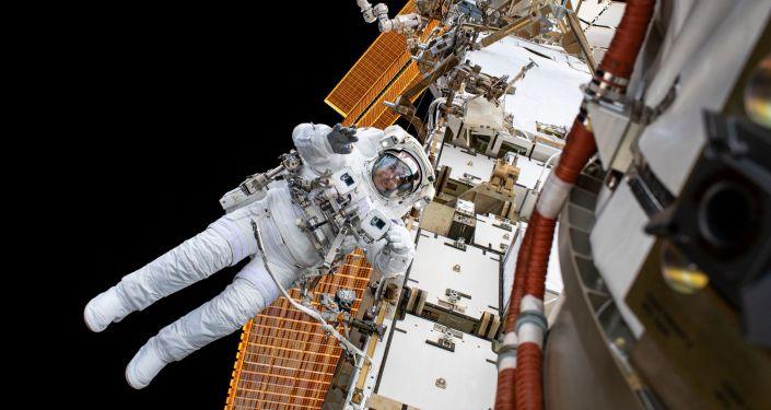 美宇航员完成7个多小时太空行走