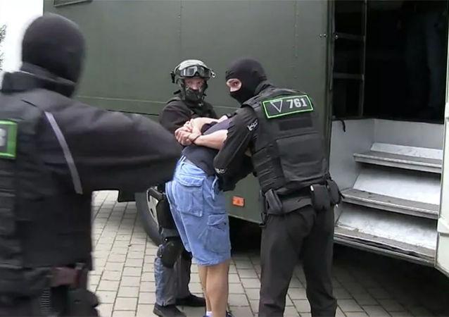 俄领事:俄外交官与在白俄被拘留的俄罗斯人会面