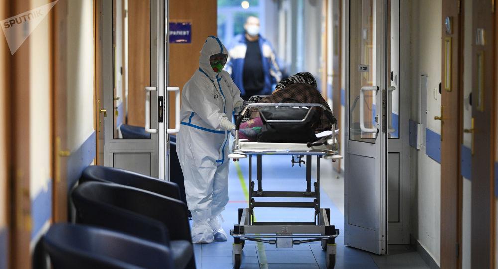 俄防疫指挥部:俄单日新增COVID-19感染病例5212例 累计达882347例