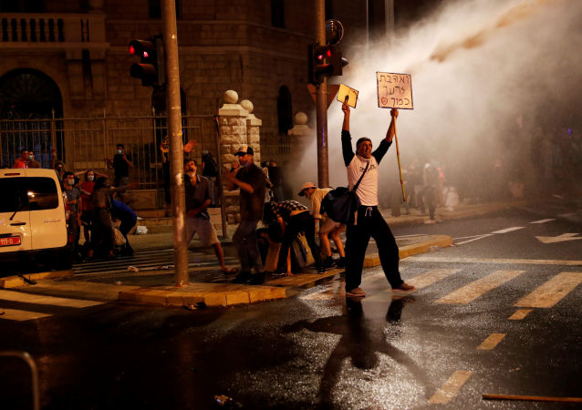 媒体:以色列各地数万人参加反政府示威