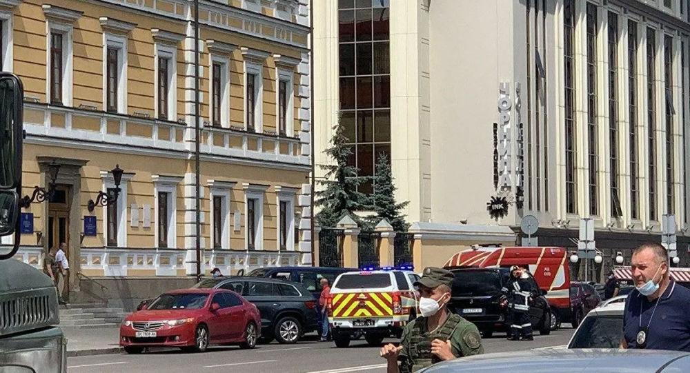 媒体:威胁在基辅商务中心内引爆炸弹的男子要求上电视直播