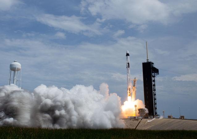 首批乘坐SpaceX公司飞船飞往国际空间站的游客已签署合同