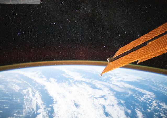 俄科研人员探索国际空间站利用地球反射阳光发电的方法