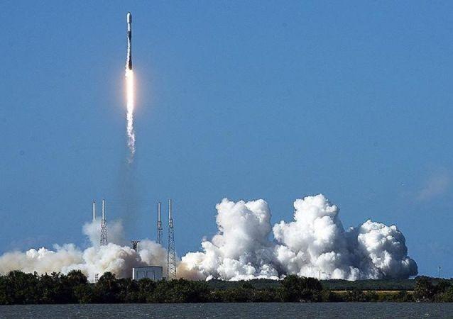 """""""猎鹰9""""号搭载阿根廷地球遥感卫星从佛罗里达州发射"""