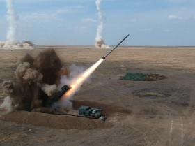 俄东部军区大规模导弹射击演练画面