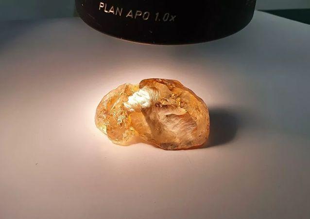 阿尔罗萨公司开采出俄史上最大的彩钻