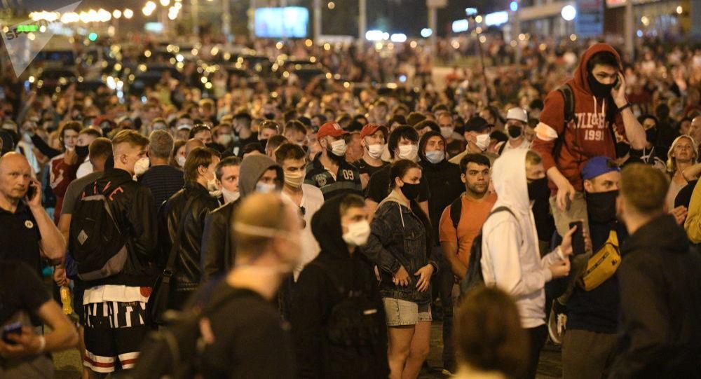 媒体:明斯克大规模骚乱数名协调员被捕