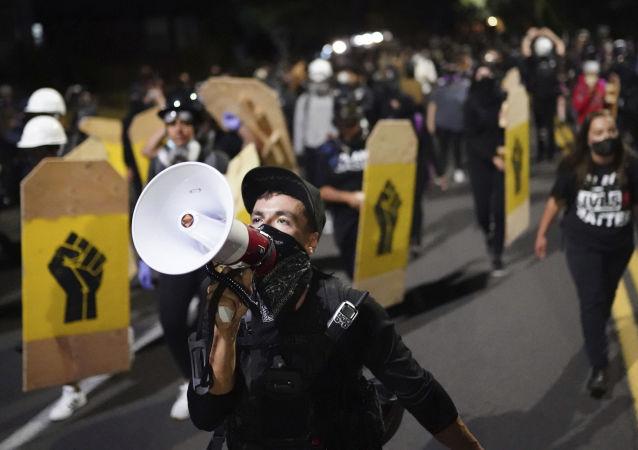 美国波特兰警方宣布市政府旁的抗议为骚乱
