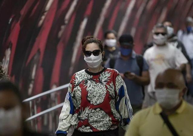 巴西卫生部:全国新冠病毒致死数超过10.5万