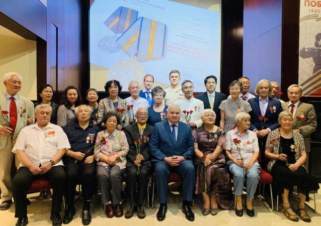 18名伊万诺沃国际儿童院的中国学员获颁俄罗斯伟大卫国战争胜利75周年纪念勋章