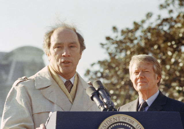 加拿大前总理皮埃尔·特鲁多(左)与美国前总统卡特