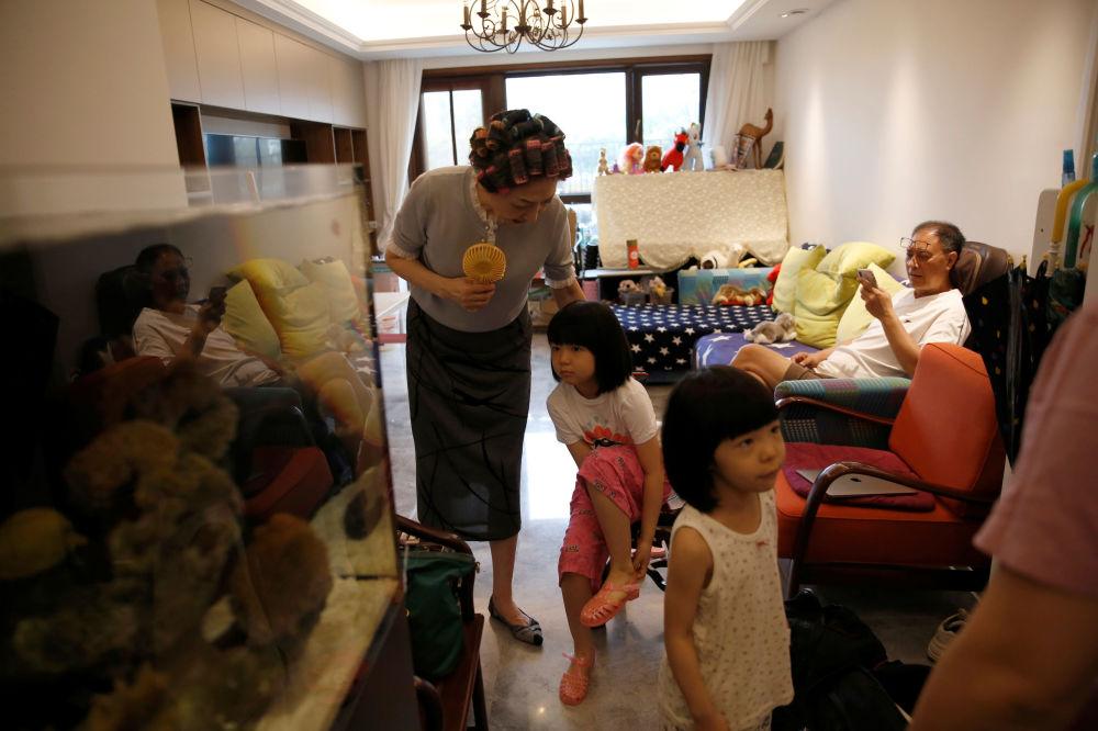 """Glamma Beijing""组合的模特奶奶与自己的孙辈"