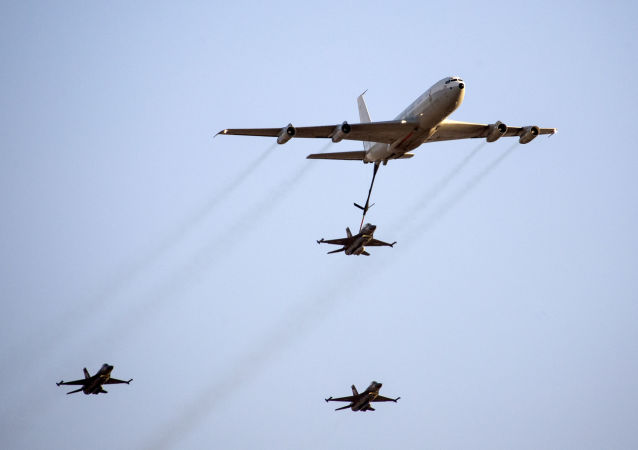波音707运输机和F-16