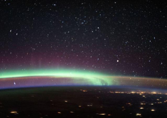天空中同时出现两种大气现象