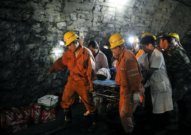 媒体:重庆一煤矿发生一氧化碳超限事故 16人死亡
