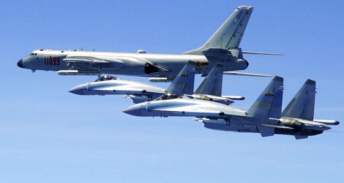 """中国""""天雷-500""""集束炸弹:高科技战争的武器"""