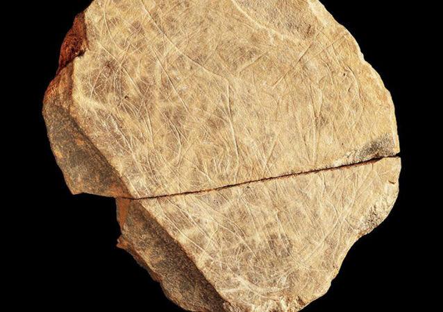 英国考古学家称找到最古老艺术品