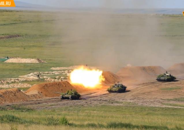 俄东部军区在楚戈尔训练场举行大规模演习