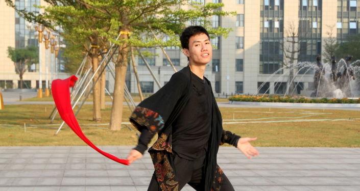 并不局限于学习:李毓茂在莫大在线友谊节上致辞