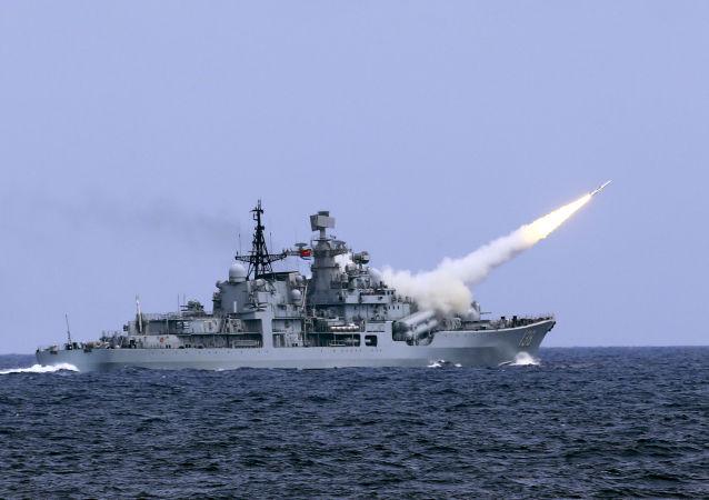 中国军队在演习中演练大规模冲突预案