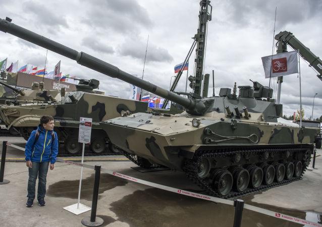 """最新型""""章鱼-SDM1""""两栖坦克"""