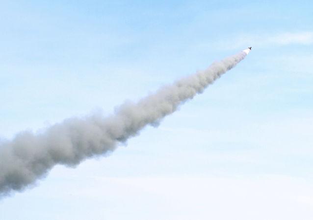 美媒:美国正在研发能够摧毁水面和地面移动目标的中程导弹