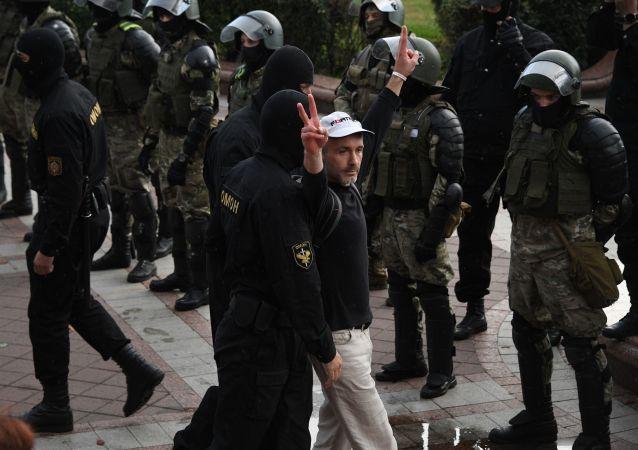 白俄内务部宣布警方已逮捕125名示威者