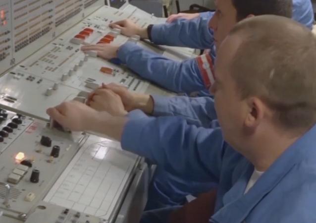 国防部展示从漂浮在阿拉斯加沿海的潜艇上拍摄的视频