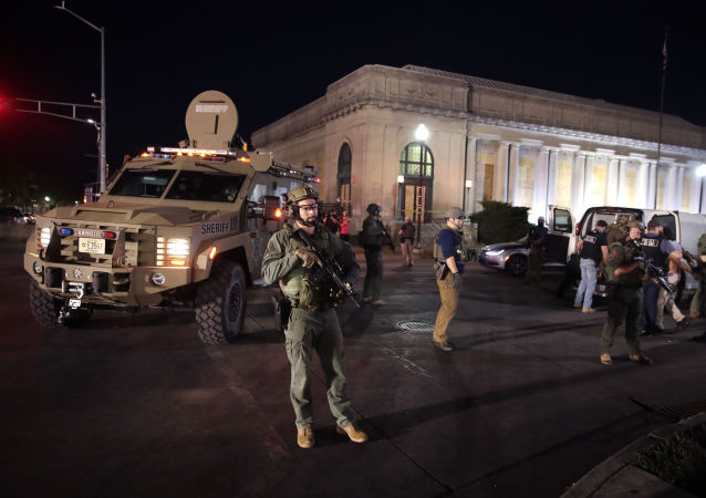 美国政府将成立打击骚乱行动中心