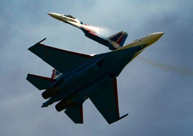 俄东部军区苏-35S战机在哈巴罗夫斯克边疆区的演习中成功拦截高速目标