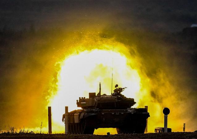 文件:俄学者提出为前沿地带坦克输送弹药的机器人项目