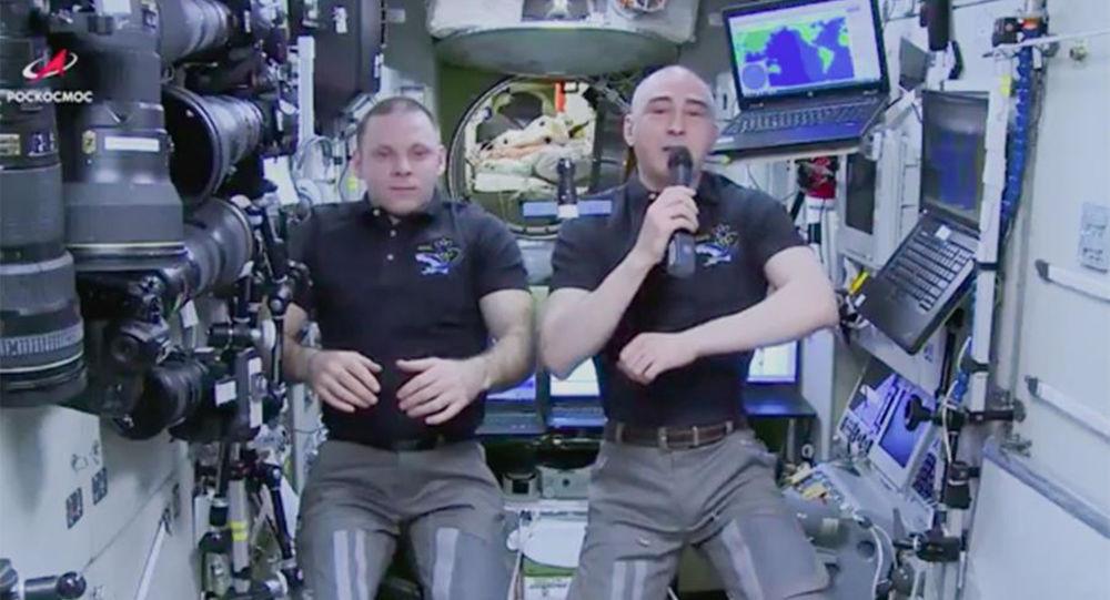 正在国际空间站的俄罗斯宇航员伊万•瓦格纳和阿纳托利•伊万尼申