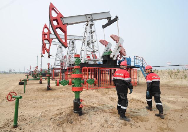 俄海关局:10月俄罗斯石油出口额环比减少12.4%至51.31亿美元