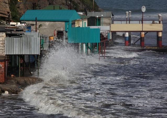 """俄滨海边疆区多地学校因台风""""美莎克""""停课"""