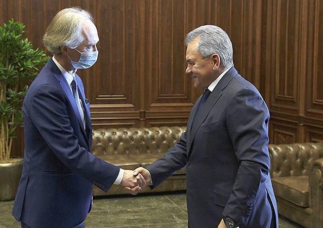 俄防长与联合国秘书长叙利亚问题特使举行工作会谈