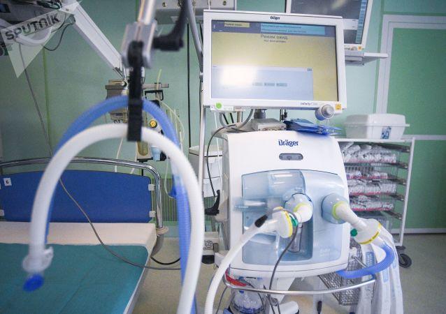 俄东部军区外贝加尔边疆区医疗队接收20余台呼吸机