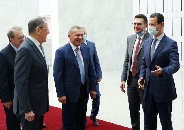 俄罗斯外长拉夫罗夫(左边)在叙利亚