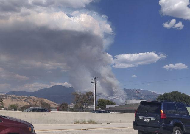 美国加州民警卫队从林火区撤出150多人