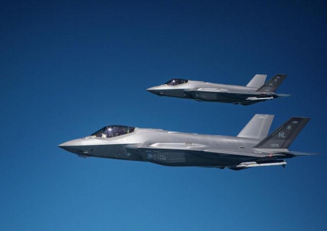 美军首次公开F-35A战斗机投放训练用核弹的画面